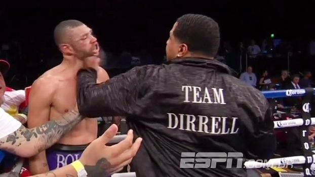 Após ser desclassificado, boxeador leva soco do tio do rival e quase vai à nocaute