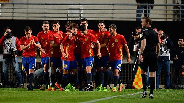 Assista aos gols da vitória da Espanha sobre a Dinamarca por 3 a 1!