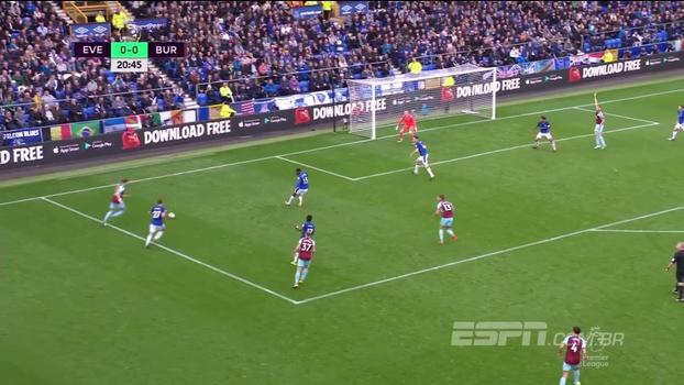 Burnley vence Everton, se mantém invicto jogando fora de casa e sobe para a sexta colocação na Premier League