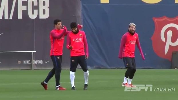 3a3cfe63e0f42 Com trollada em Neymar e bolada em Suárez