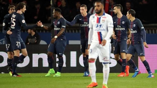 PSG vence o Lyon de virada e segue 3 pontos atrás do líder Monaco