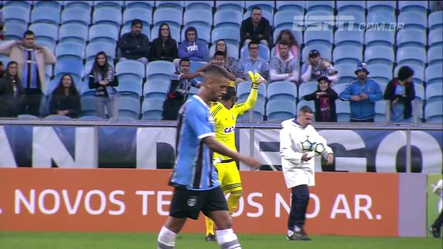 Em Porto Alegre, torcedores do Grêmio levam cartaz e pedem 'perdão' por caso de racismo ao goleiro Aranha