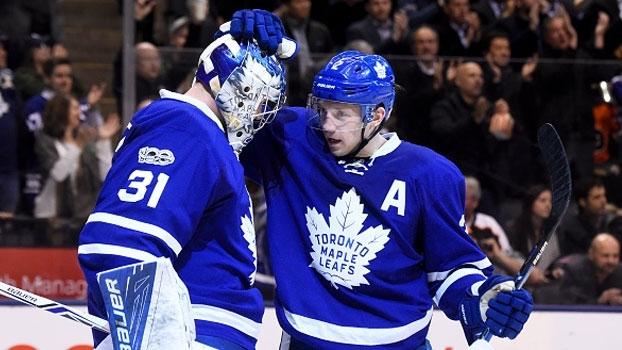 Em duelo decisivo no Leste, Maple Leafs vencem os Flyers em casa