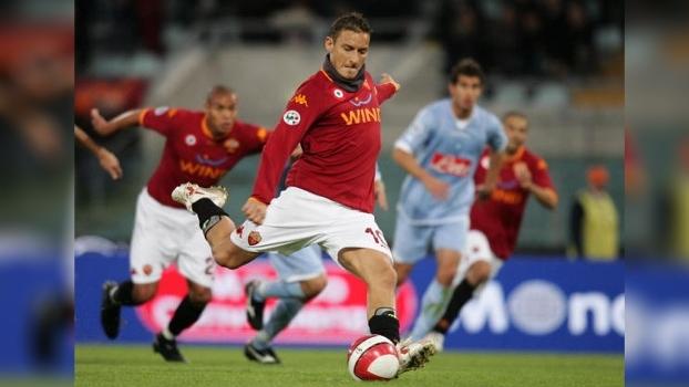 Em 2007: Totti e De Rossi marcaram para a Roma, Lavezzi e Hamsik para o Napoli e jogo terminou 4 a 4