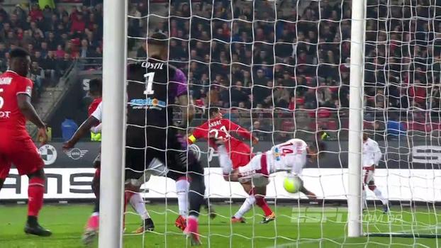 Com gol contra de peixinho, Rennes bate o Bordeaux e engata terceira vitória seguida