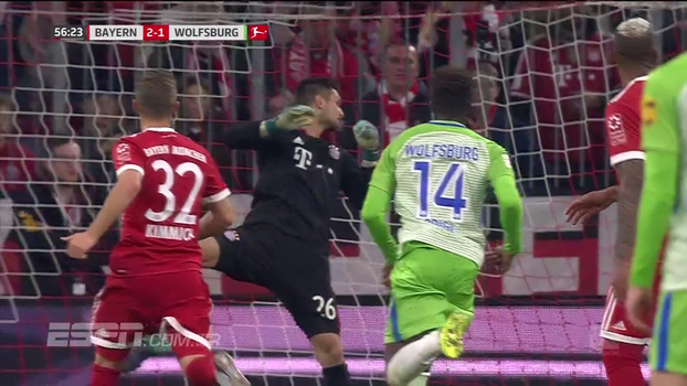 Volta Neuer? Goleiro reserva do Bayern leva frango incrível em jogo da Bundesliga