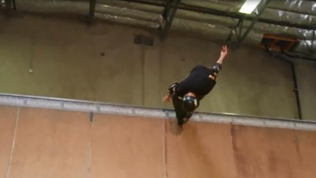 No aniversário de 17 anos do 900º, Tony Hawk repete manobra 'insana' que o consagrou
