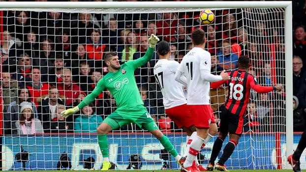 Velocidade de reação de De Gea, milagre de ombro de Forster, ponte de Adrián e mais; veja as defesaças da Premier League