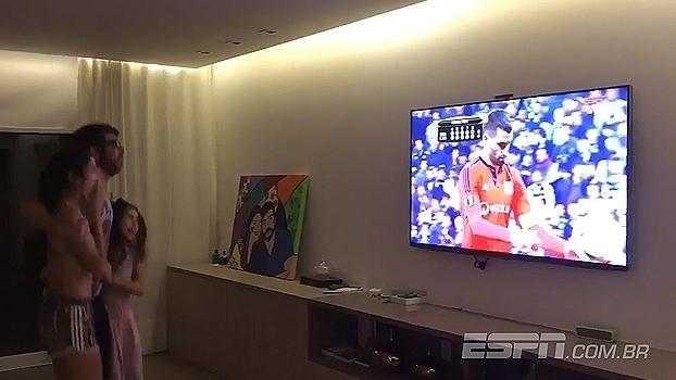 Veja a reação de Juninho Pernambucano ao ver o pênalti decisivo do Lyon