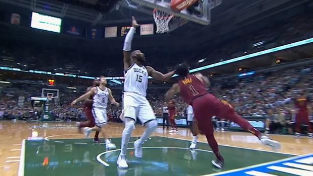 Mais um fora? Derrick Rose faz a infiltração e torce o tornozelo diante dos Bucks