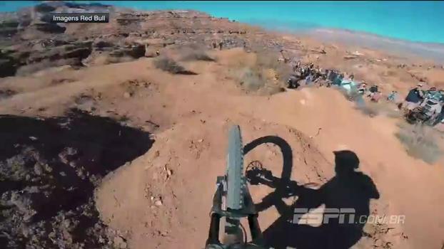 Em deserto nos EUA, ciclista francês grava descida alucinante durante o Rampage 2017
