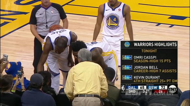 Durante jogo, Kevin Durant dá beijo em torcedora que levou bolada e fãs se animam