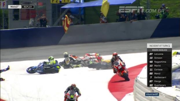 Nove motos se envolvem em acidente logo na primeira curva após a largada na Moto2