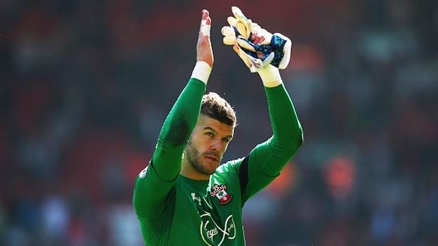Fraser Forster, muralha do Southampton, pega pênalti e garante empate contra o Liverpool