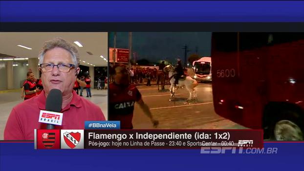 Ônibus do Independiente é atacado por torcedores do Flamengo em chegada ao Maracanã