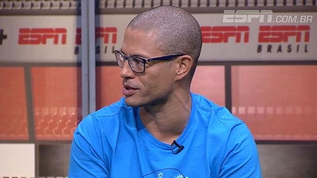 Alex analisa situação de Cristian: 'Um jogador ficar sabendo que não foi relacionado por um jornal é um absurdo'