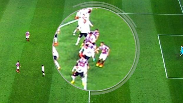 Um pênalti não dado para cada lado e gol irregular; Sálvio analisa Corinthians x Flu