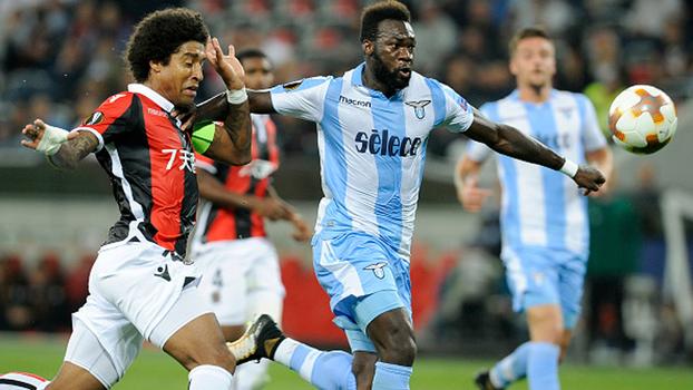 Balotelli marca em passe de Sneijder, mas Nice perde em casa para Lazio com falha de Dante
