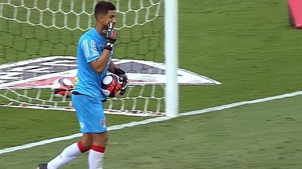 Tironi avalia Renan Ribeiro: 'Parece ser o mais seguro dos goleiros'