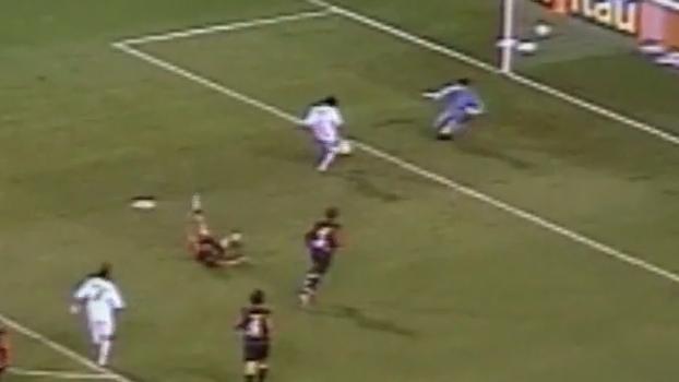 Hoje no Real Madrid, Marcelo recebeu de Lenny e abriu vitória do Flu sobre Atlético-PR em 2006