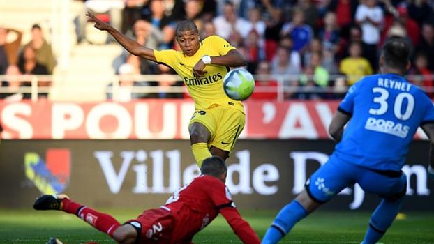 Mbappé cansou de perder gols e consagrou o goleiro do Dijon