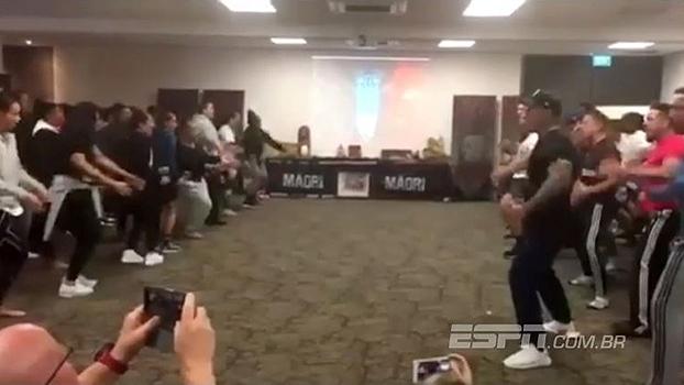 Respeito mútuo! Seleção feminina e masculina da Nova Zelândia fazem duelo de hakas