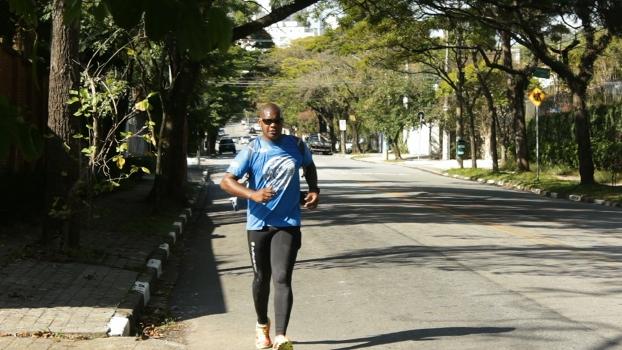 """Ultramaratonista corre pelos """"rios invisíveis""""de São Paulo"""