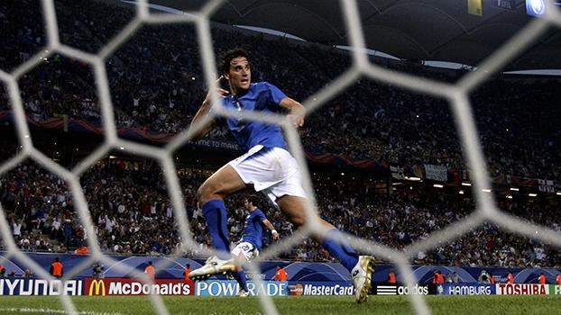 Luca Toni encerrou sua carreira neste domingo; relembre gols do artilheiro italiano