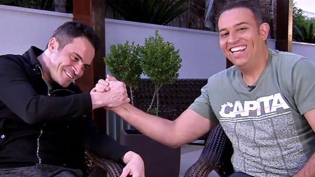 Samba, 'lançamento de CD', amizade com celebridades e malabarismo com celular do Edu; veja Falcão no 'Além da Bola'