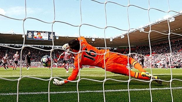 Southampton perde pênalti no último minuto, fica no empate e Hull respira na Premier League