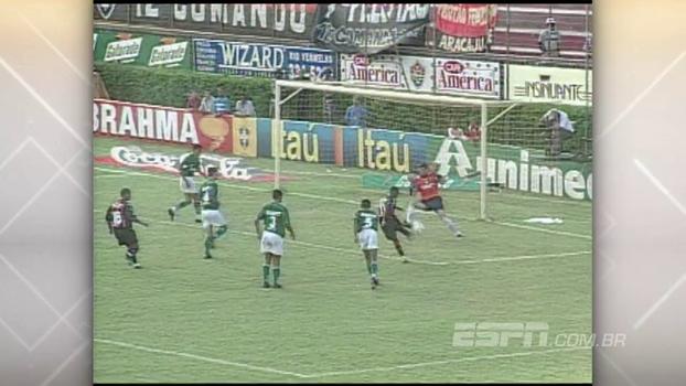 Em 2002, Vitória de Alan Delon e Aristizábal venceu e rebaixou Palmeiras de Nenê e Arce