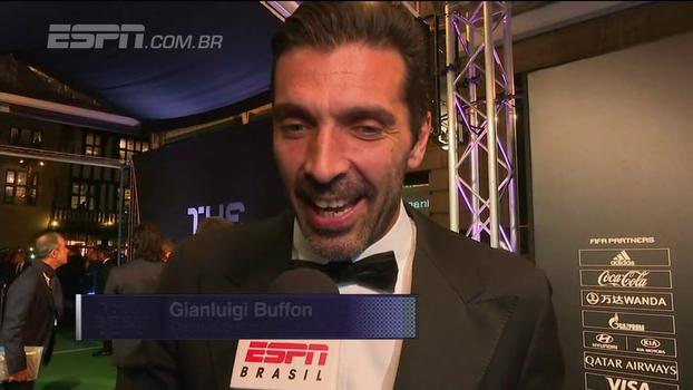 Natalie Gedra entrevista Buffon, finalista do Prêmio de Melhor Goleiro da Fifa