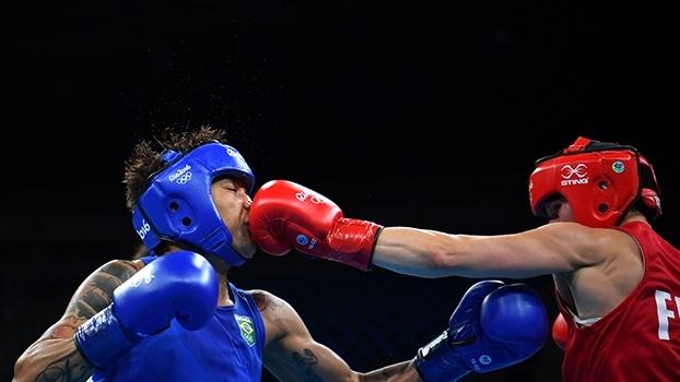 Esperança de medalha no boxe, Adriana Araújo é eliminada da Rio 2016