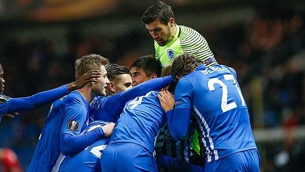 Com golaço de falta, Genk vence time romeno e avança na Europa League