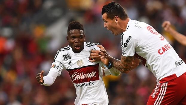 Puskás nele! Após escanteio, jogador acerta voleio maravilhoso e faz gol antológico no México