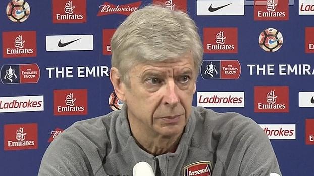 Wenger nega qualquer confusão no vestiário e diz ser difícil aceitar derrota tão elástica