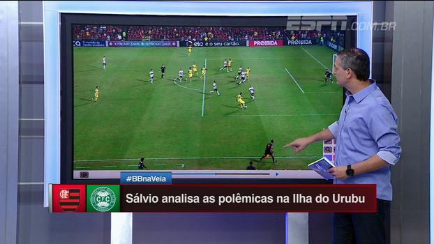 Falta no gol de Berrío? Pênalti em Vinícius Jr? Sálvio analisa os lances de Flamengo x Coritiba