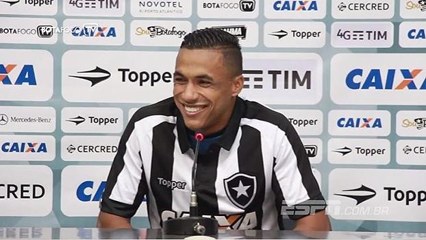 Sem opção na lateral-direita, Arnaldo é anunciado no Botafogo: 'Sonho de qualquer jogador'