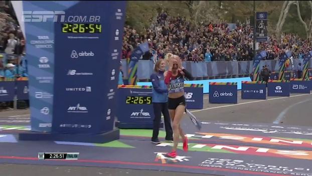 Pela primeira vez em 40 anos, uma norte-americana vence a maratona de Nova York