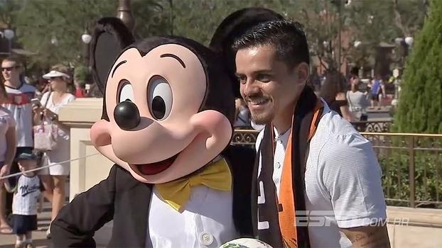 Em Orlando para a Florida Cup, Fagner e Luan participam de desfile na Disney