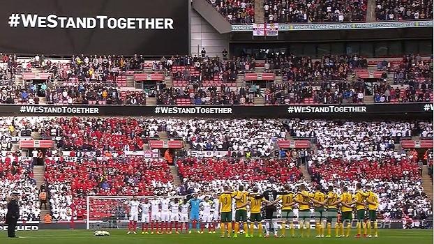 Minuto de silêncio em homenagem às vítimas dos atentados que ocorreram na Inglaterra