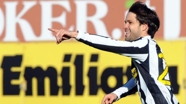 Em 2010, Juventus contou com gol de Diego e assistência de Del Piero para vencer o Bologna