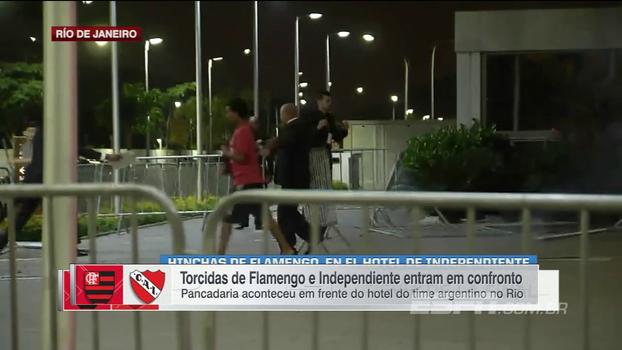 Torcidas de Flamengo e Independiente entram em confronto em frente ao hotel do time argentino no Rio