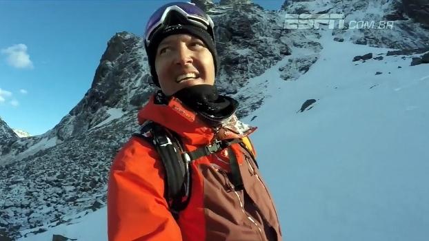 Ao lado da esposa, francês escala e desce cordilheira norueguesa de snowboard