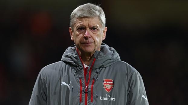 Arsene Wenger vê a Premier League em aberto apesar de vantagem do Chelsea na liderança