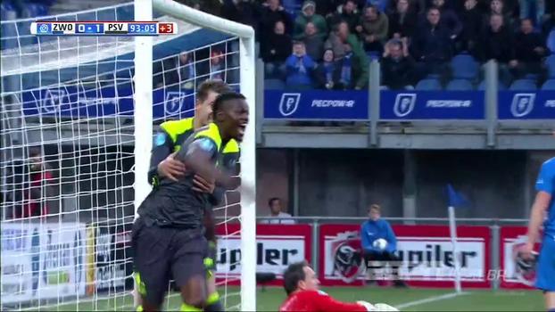 Com gol no último minuto dos acréscimos, PSV vence Zwolle e mantém vantagem na liderança