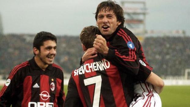 Em 2001, Milan sofreu com Totti, mas bateu Roma por 3 a 2 com dois de Shevchenko e golaço de Leonardo