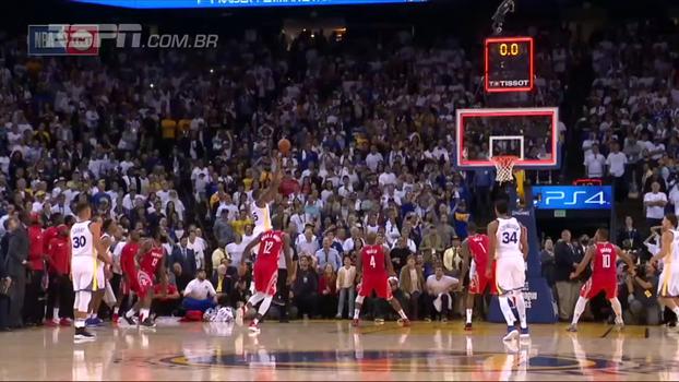 Por pouco! Kevin Durant marca o que seria a cesta da vitória dos Warriors no último segundo, time comemora, mas relógio já tinha 'estourado'