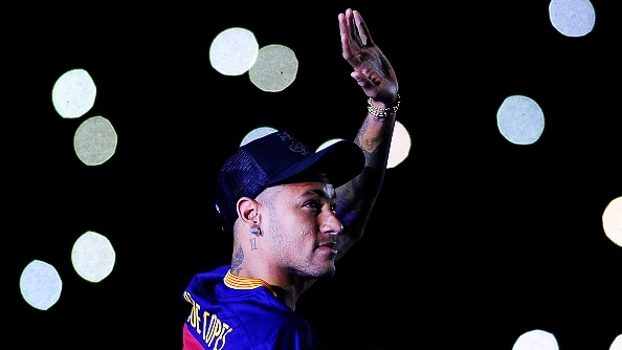 Em festa do Barça, Neymar se diz muito feliz no clube e declara: 'Viva a Catalunha'
