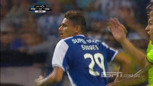 Porto faz 3 a 0 no lanterna, chega a 5 vitórias em 5 jogos e divide o topo com o Sporting
